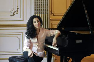 Sara Daneshpour Photo #4